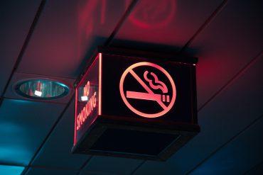タバコをやめると保険料が返ってくる!禁煙のサポートまでしてくれる収入保障保険の魅力とサービスを解説