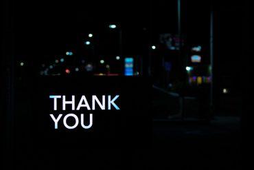 クレジットカード取得者にはお礼が出るって本当?クレカ裏面の「薄謝」について調べてみた